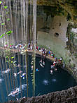 Большой синот недалеко от Чичен Ицы, там турисы отмокают после посещения Чичен Ицы в жаркую погоду. Кстати, рядом с ним есть неплохая гостиница.
