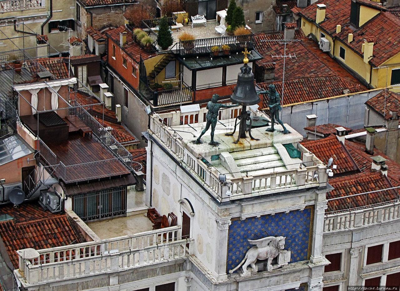 так вот представляю, лежишь на жезлонге на крыше рядом с колоколом, и каждые 15 минут но голове дзинь-нь-нь