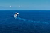 Корабль покидает порт Ямайки