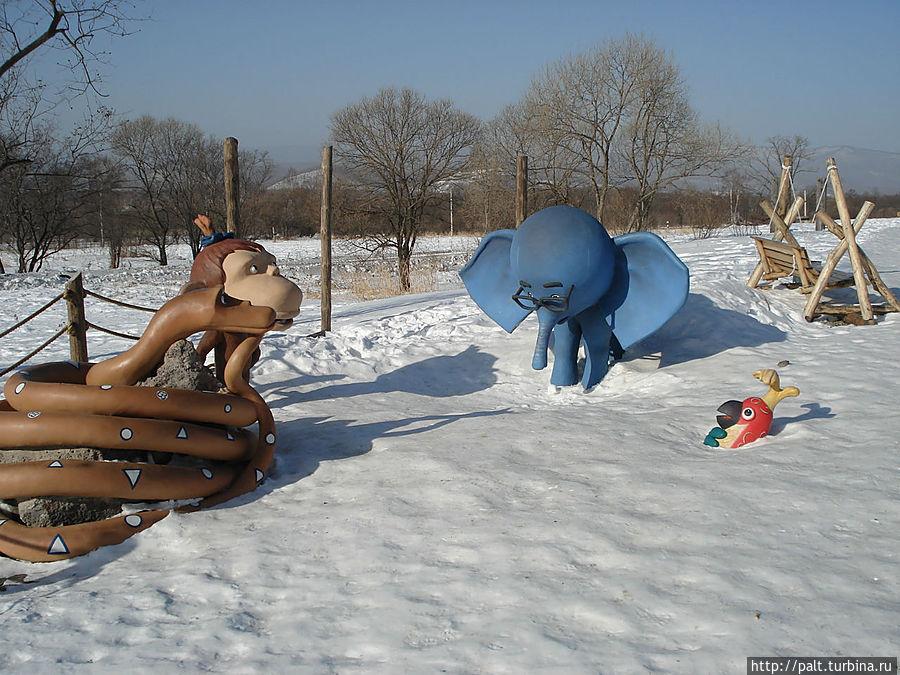 Детская площадка Выручайте попугая)))