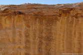 На некоторых скалах просматриваются остатки каких-то древних надписей.