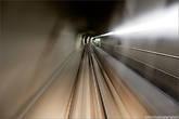 Две зоны катания объединяет небольшое подземное метро, все полностью автоматически поэтому не мог не воспользоваться случаем поснимать через переднее стекло.