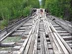 Типичный мостик — из тех, по которым ещё можно ехать))