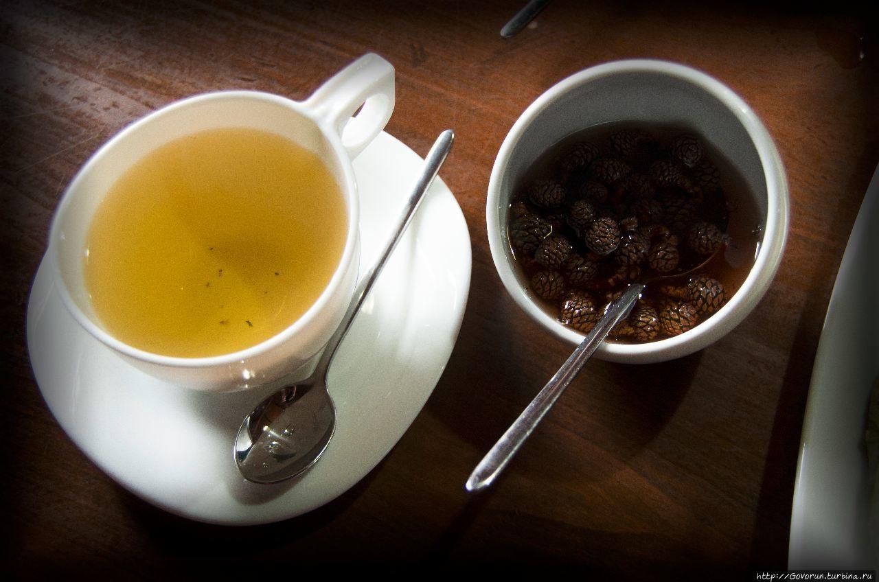 Чай с вареньем из шишек.