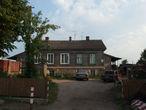 улица Замковая , дом 6, по непроверенным слухам — домик Петра 1. сейчас чей-то жилой дом.