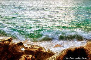 Пляж Секкагранде очень интересный: смешение скалистого....