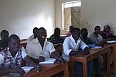 урок английского Один из школяров возражает против съемки, будучи анимистом из Южного судана