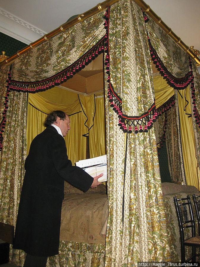В спальне поэта