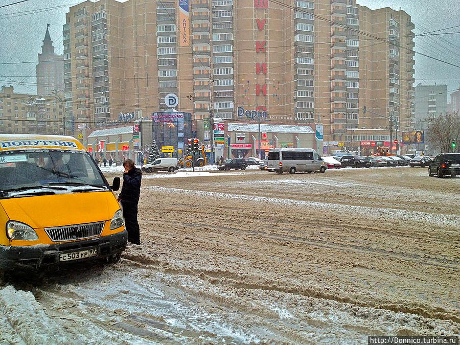 говорят в этом году зима будет одна из самых снежных, дороги чистить не успевают. Впрочем для европейцев это был бы шок — у них все движение и при маленьком снегопаде сразу встает Москва, Россия