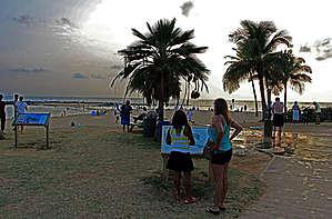 вот на этом пляже рядом с Лихуе мы и решили релакснуть под вечер...