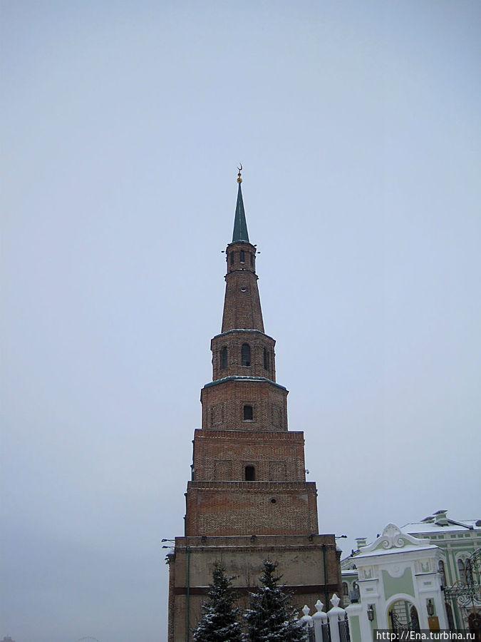 Башня Сююмбике — падающая башня