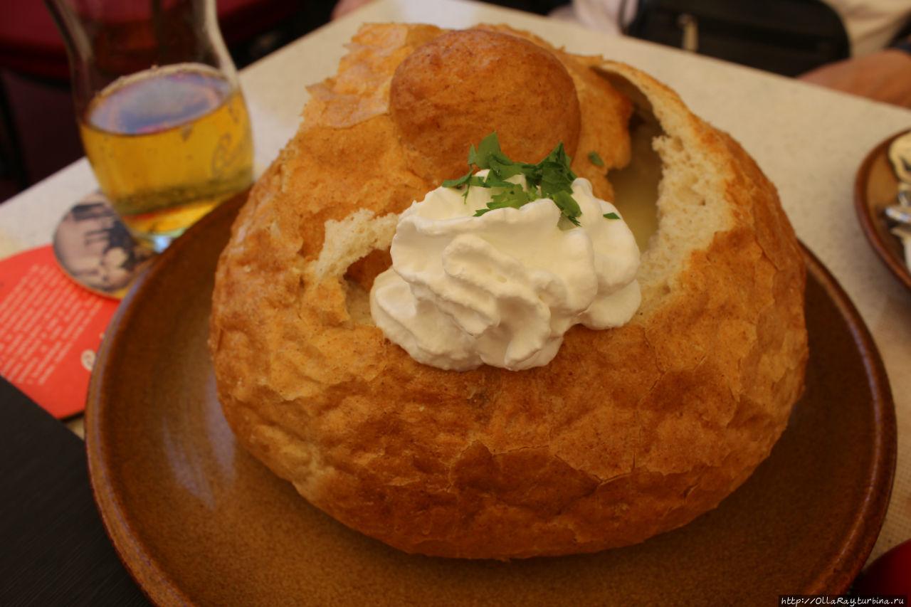 Чесночный суп в хлебе