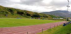 В городке Саударкроукюр есть два таких футбольных поля