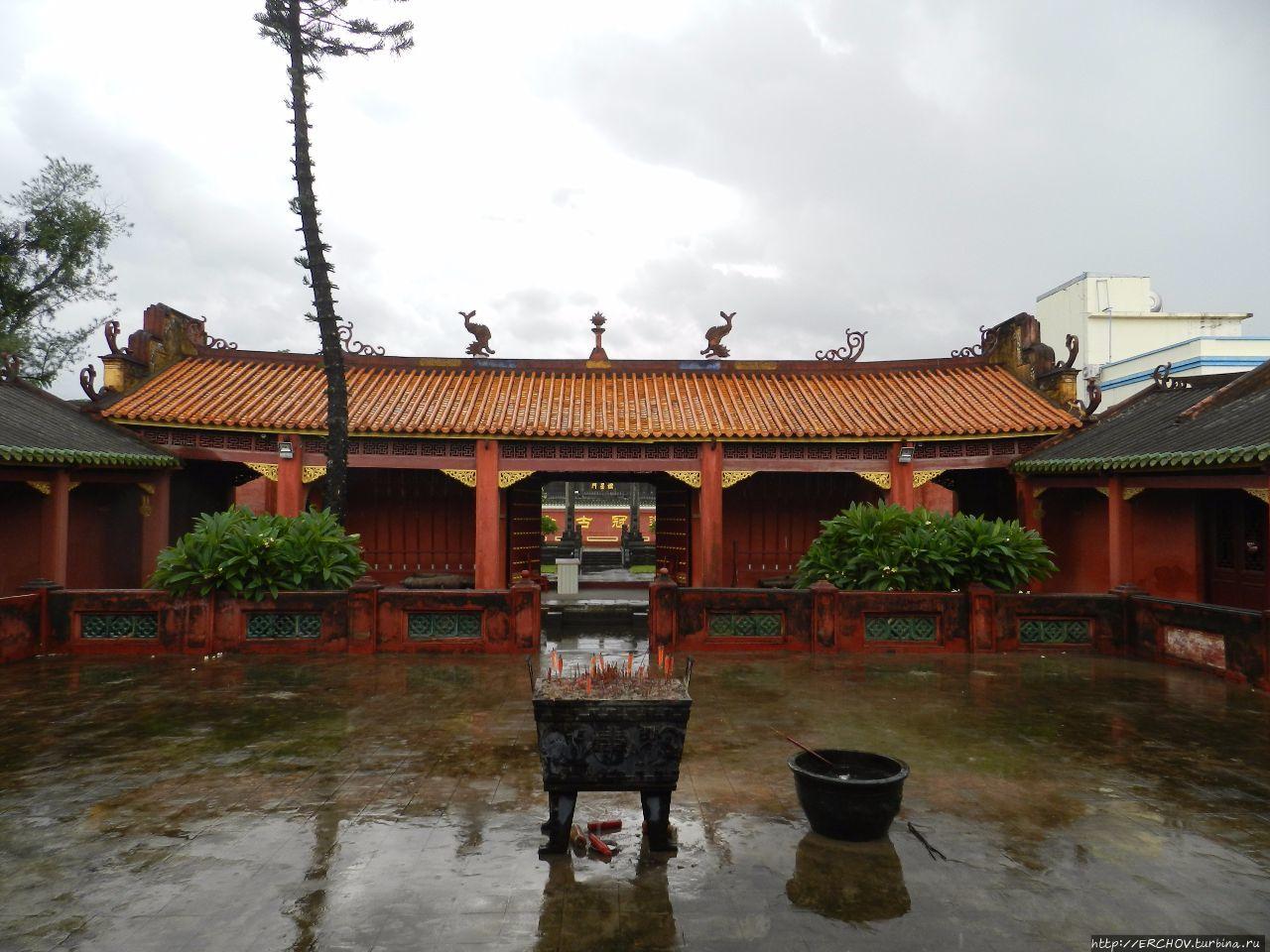 Бассейн отеля crowne plaza sanya (yalong bay) санья остров хайнань китай