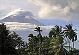 *В истории Майона были и свои рекорды.  В 1897 году  огненный дождь не прекращался целую неделю, обстреливая близлежащие деревни. Лава текла рекой, заполняя собою пространства. Как утверждают источники, в некоторых местах высота лавовой реки достигала 15 метров