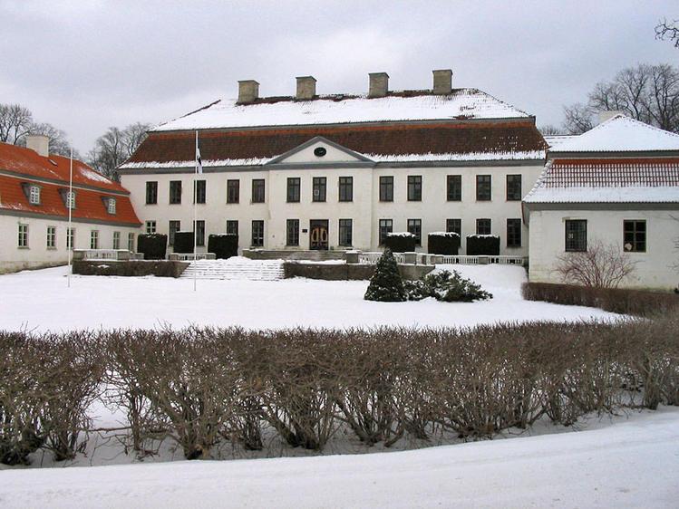 Дворец Сууремыйза зимой.