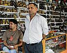 В одних магазинчиках царили тишина и суровые крепкие мужчины арабской внешности, ожидавшие нечаянных покупателей