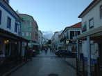 Центральная улица курортного города Эрисейра, излюбленного места серфингистов.