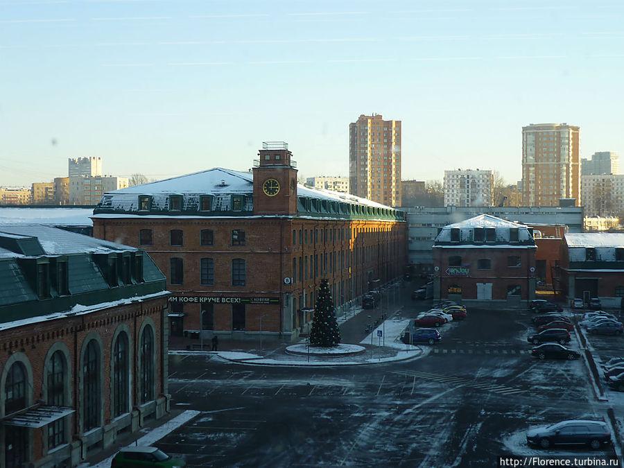 Вид из окна музея на бизнес-центр Новоспасский двор, бывшая ситценабивная фабрика