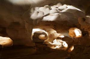 В пещере каменной..