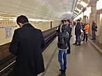 И опять метро, и люди ушедшие в иной — виртуальный мир через разнообразные ридеры, планшеты и коммуникаторы
