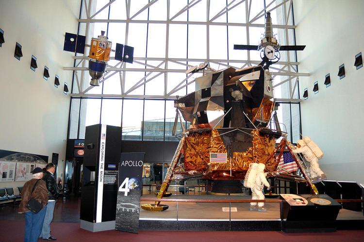 Лунный модуль американско