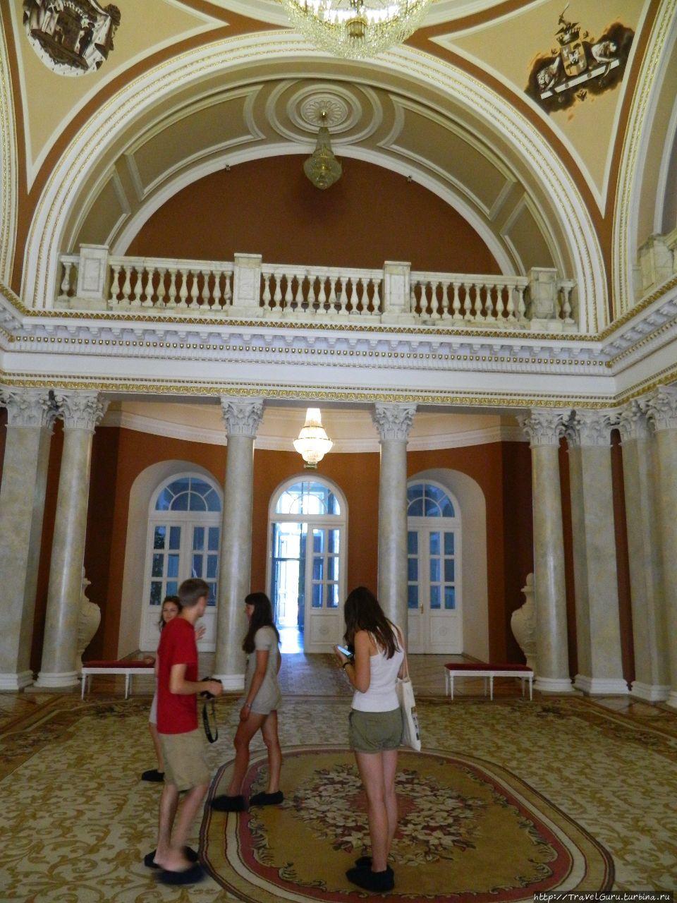 Колонный зал дворца Румян