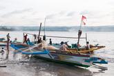 Найти рынок морепродуктов совсем не сложно, нужно просто пройти почти в самый конец пляжа Джимбаран в сторону аэропорта Денпасар.  Здесь будет просто невозможно пройти мимо огромного количества рыбацких лодок, с рыбаками, вытряхивающими свои уловы из сетей. Да и по запаху, тоже сразу станет понятно, что Вы на месте.