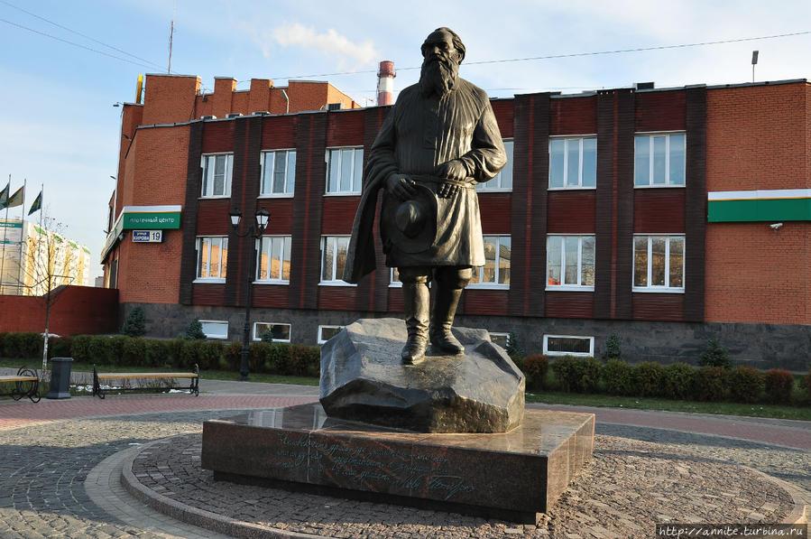 О театре - Страница 2 Pamyatnik-Lvu-Tolstomu