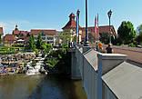 мост через реку, за мостом Riverplats