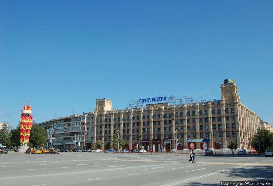 Вид здания с площади Павших Борцов