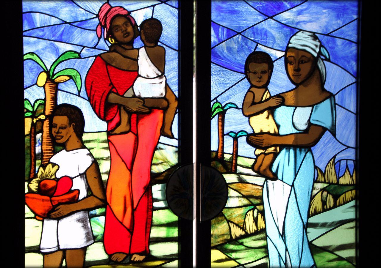 Католические витражи главного собора города Абиджан