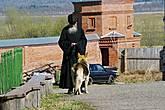 Монах-добрая душа. И собака у него добрая: проводила нас до машины, при этом одна из дам в нашей команде, патологически боявшаяся собак, спокойно шла рядом с ней. У автомобиля умный песик был вознагражден из её рук угощением.