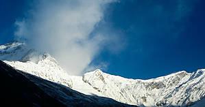 У подножия восьмитысячника Дхаулагира — вершина моментально затягивается туманом