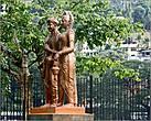 *А вот и легендарная принцесса, доставившая из Индии на Цейлон  ценную реликвию, спрятав её в своих волосах