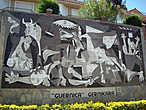 картина Пабло Пикассо, написанная в мае 1937 г. по заказу правительства Испанской Республики для испанского павильона на Всемирной выставке в Париже. Тема картины, исполненной в манере кубизма и в чёрно-белой гамме, — бомбардировка Герники, произошедшая незадолго до этого.