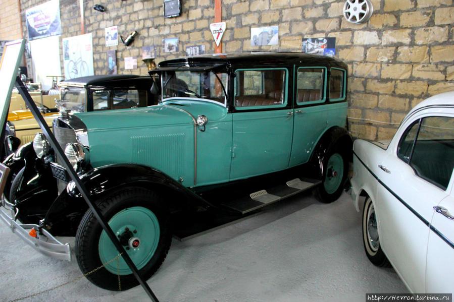 Грехем Пейдж 612. 1929 года выпуска 21.6 лс. 6 цилиндров. Автомобиль привез на Кипр директор американской радиостанции Караваса. В 1945 году ее купил киприот за 500 британских фунтов. В 80-х гг. ее купил Андре Чартзиоти, автомобиль был сильно поврежден. После 10 лет восстановительных работ и реконструкций, автомобиль приобрел тот внешний вид, который есть сейчас.
