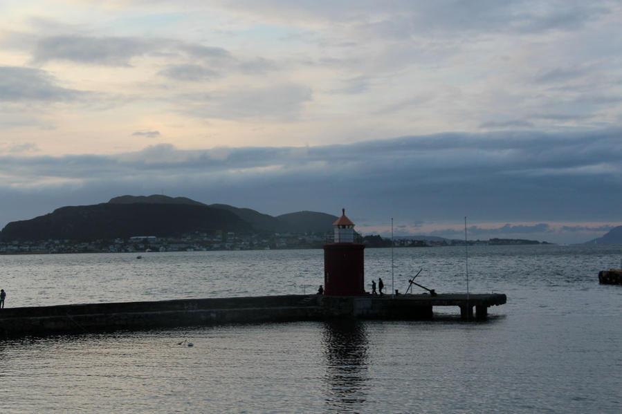Вечером можно прогуляться до маяка.