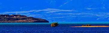 Таким можно увидеть озеро в его восточной части, напротив городка Калафате