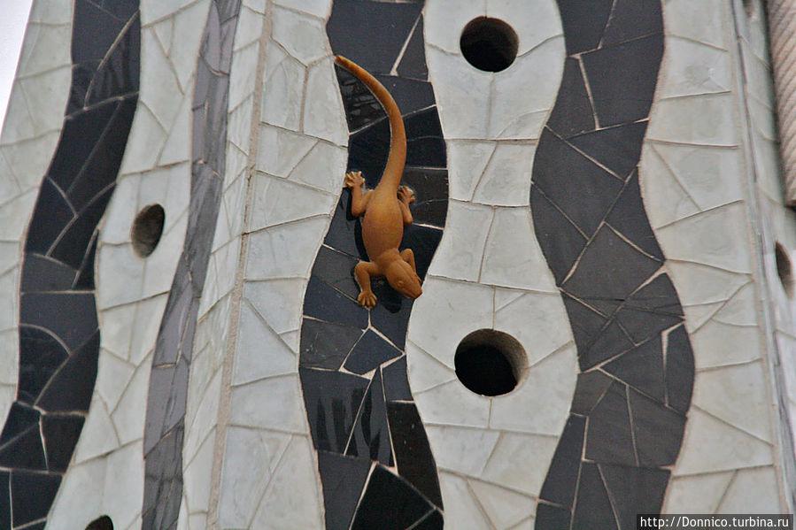 вот традиционная и столь любимая ящерица Гауди