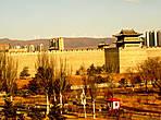 Великая Китайская Стена проходит через весь город Датун (Вид из окна отелля)