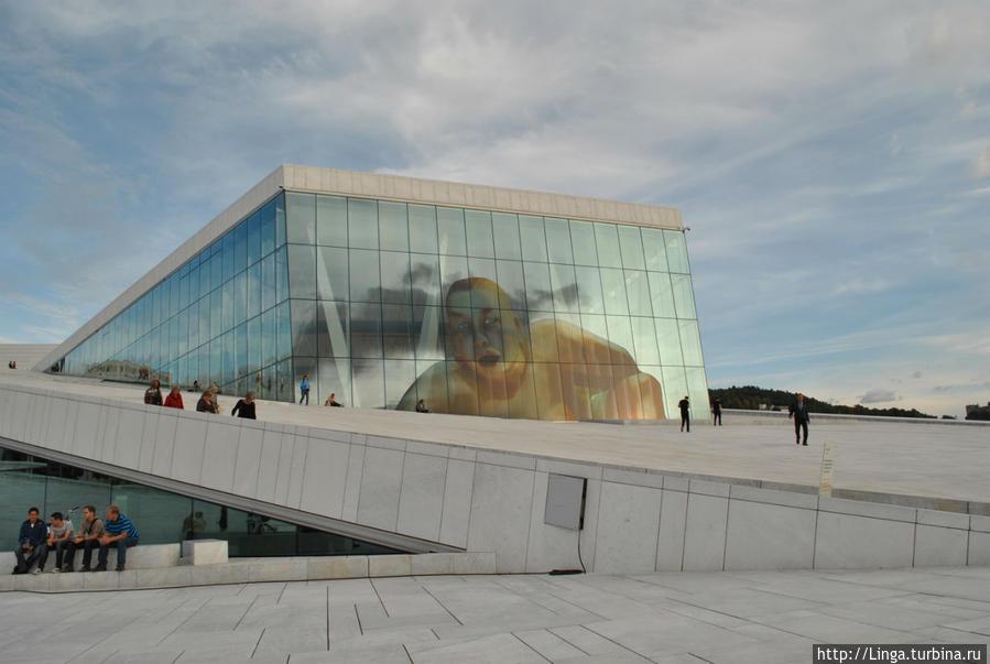 В дни нашего пребывания в Осло шла опера Дьордя Лигети