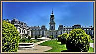 Дворец Фештетичей построенный в стиле барокко признан одним из красивейших в стране и представляет собой великолепную усадьбу, построенную в 1745 году – третью по величине во всей Венгрии.