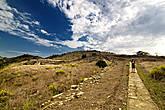 Территория древнегреческого поселения очень обширна: можно гулять не один час, любуясь видом на море, на долину, на ближайшие горы.