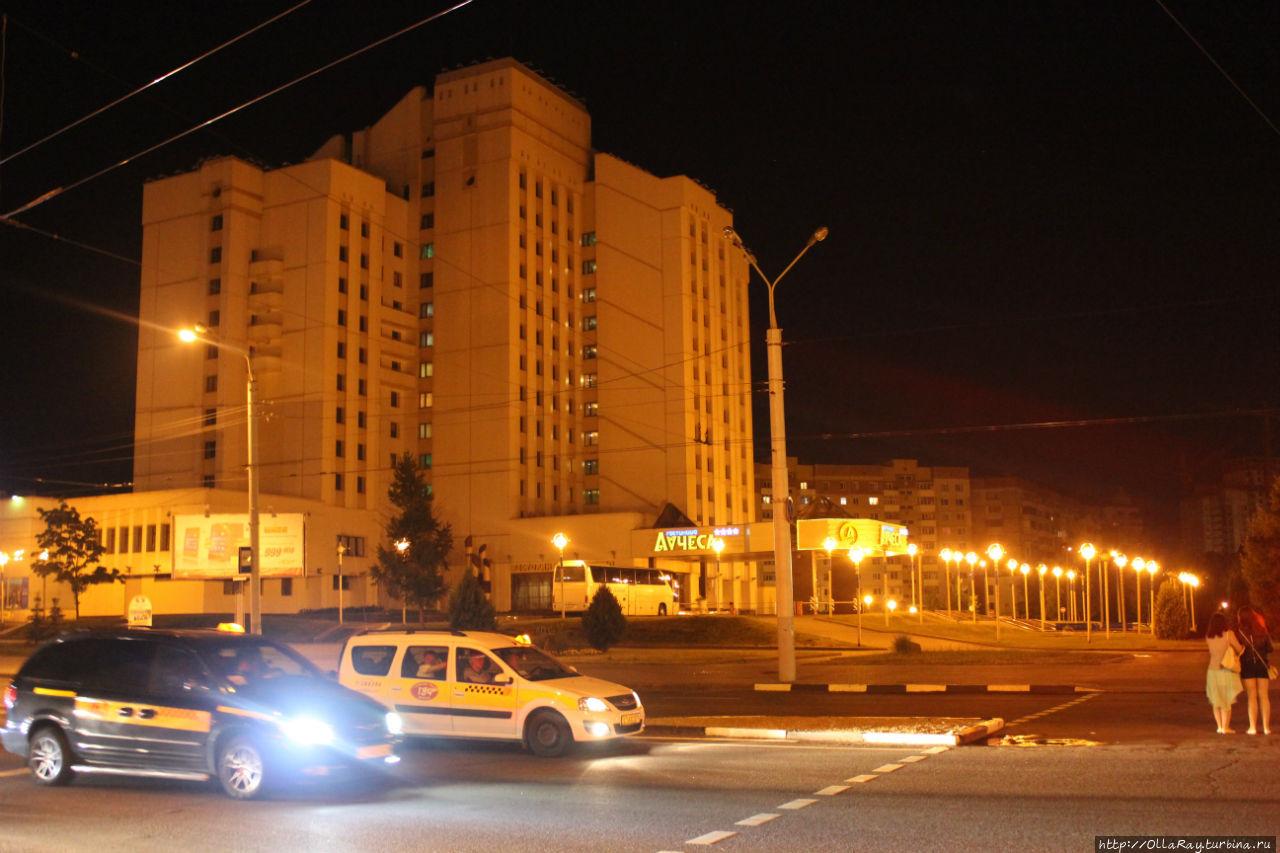 Вид на гостиницу вечером