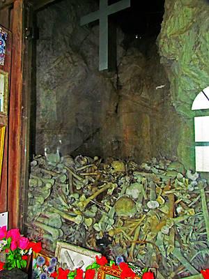 не знаю, останки ли это еще тех черепов 14 века, но явно посвящено событиям, давшим имя монастырю