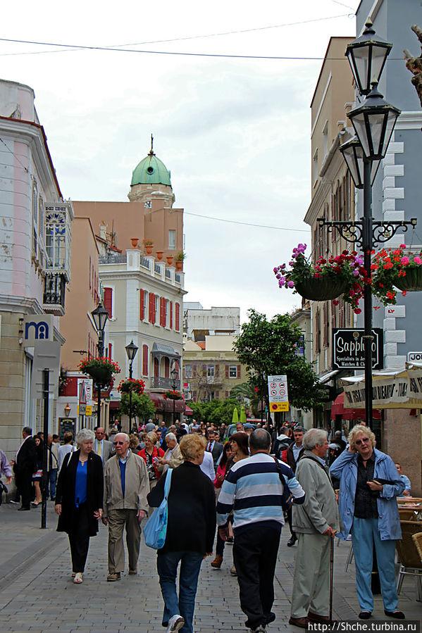 Пешеходные улицы Гибралтара Main Street и Irish Town Street Гибралтар город, Гибралтар