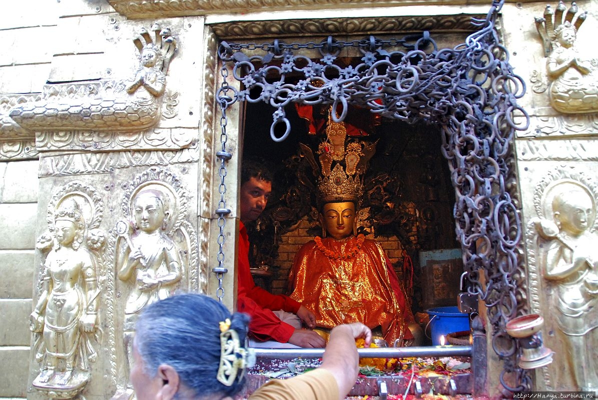 Статуя Amitabha Buddha. И