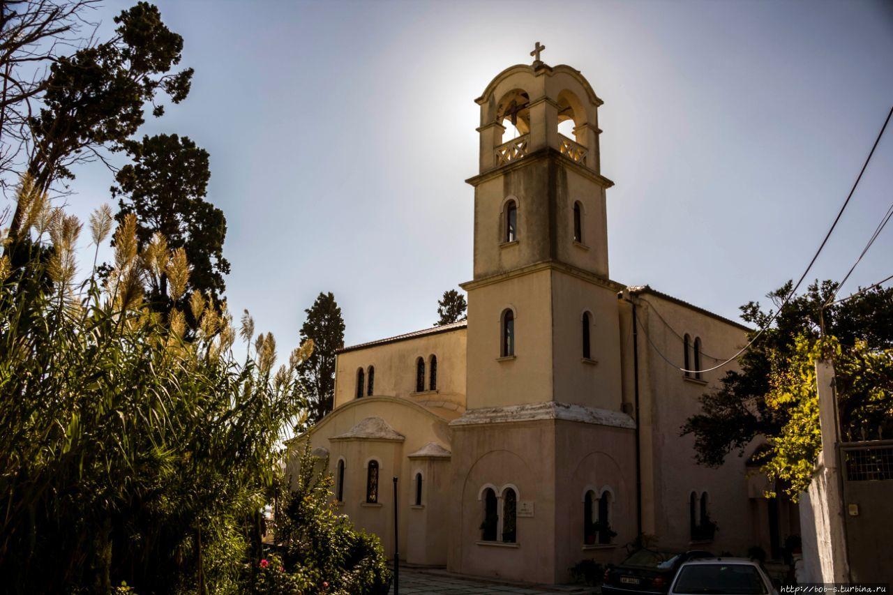 Католический храм. На хол