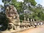 Мост к Южным воротам в Ангкор Том